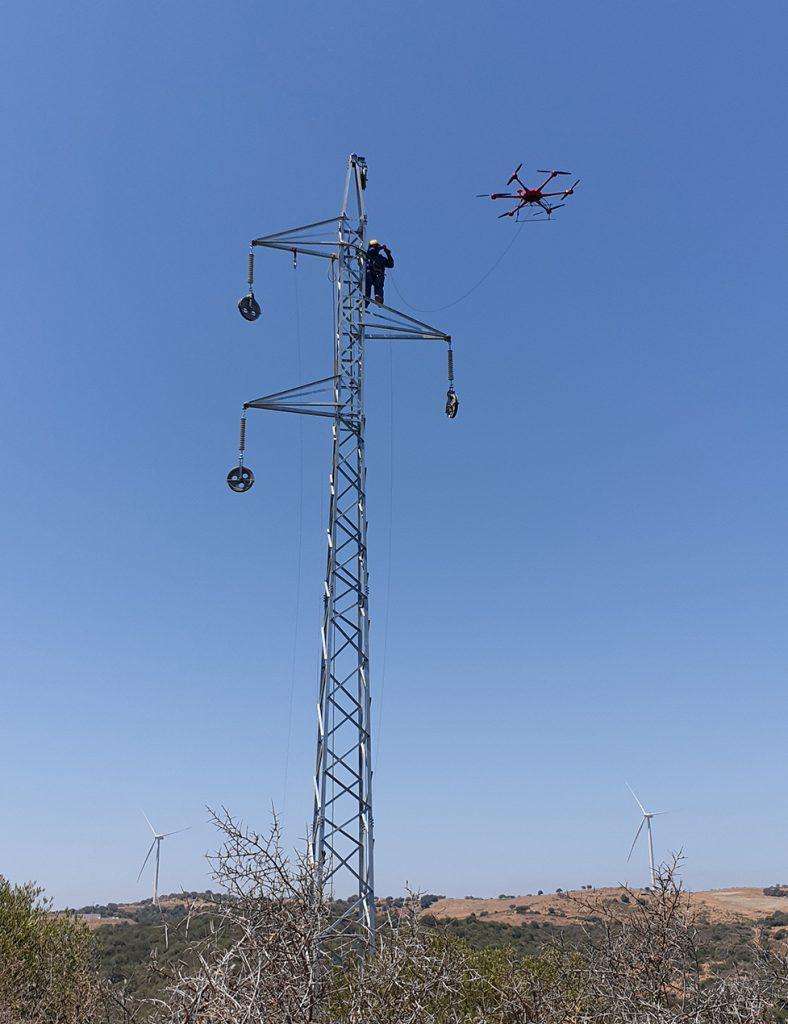 Inspeccions industrials amb dron - cable pilot